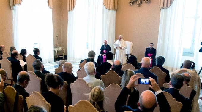 El Papa dice que ser hospitalario con los refugiados alimenta el amor